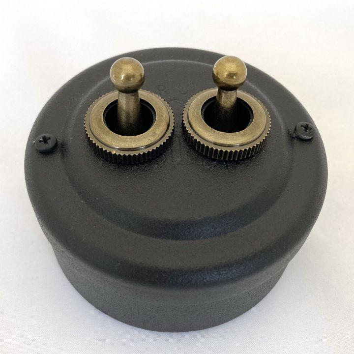 Выключатель рычажковый стальной окрашенный черный